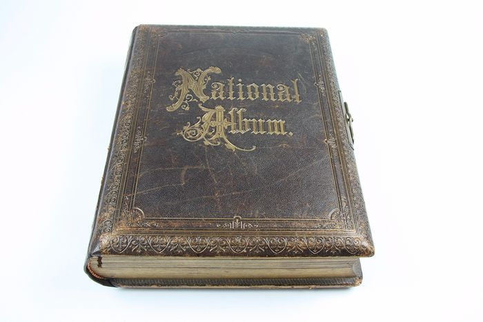 Album National 1920 with musical box