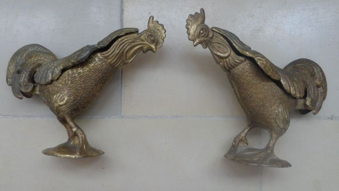 Rooster with hinged lid - lidded boxes - figures sculptures (2) - Brass bronze?