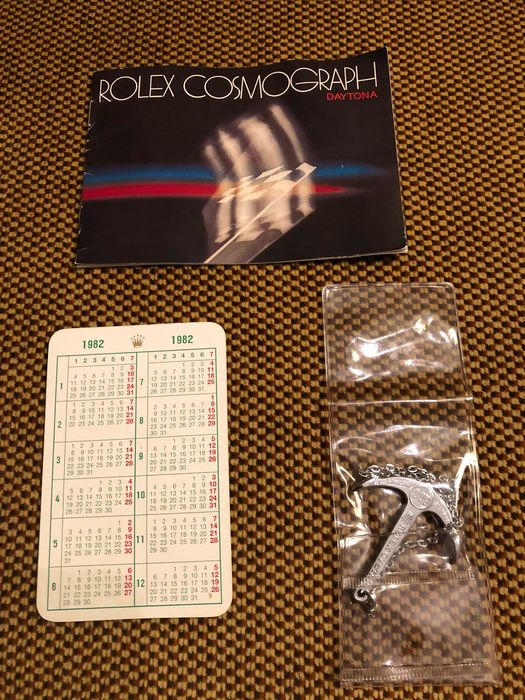 Rolex - 3x VINTAGE ROLEX ITEMS (16 photos) - Cosmograph booklet 1982, calendar 1982 and  sub anchor 300m/1000ft - Unisex - sub anchor modern untill 2005, booket 1982, 1972-1973 (calendar)