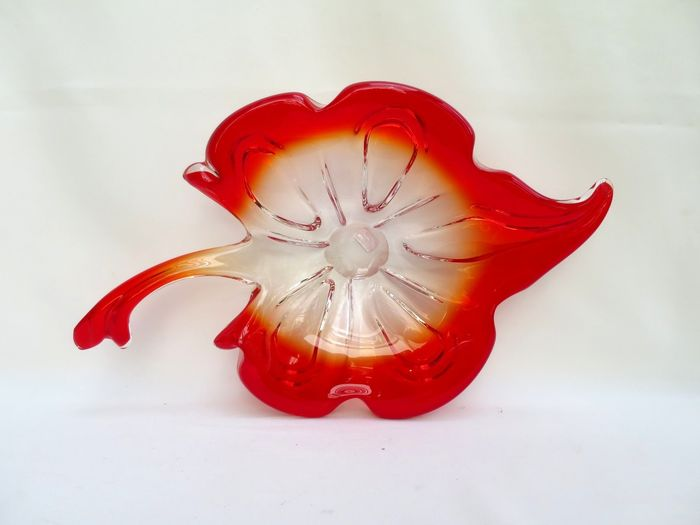 Verreries de Fauquez  - Dish in the shape of a leaf - Glass