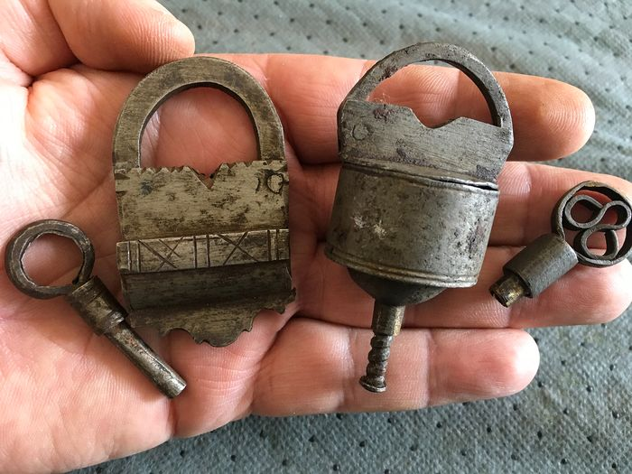 lot of 2 small and unique old padlocks with fully functional keys. The cylindrical one (2) - Iron (cast/wrought)