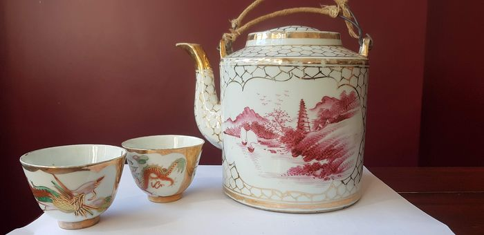 Antique Chinese Teapot and Cups with Rooster and Dragon in Wicker Basket 1880 / 1920 - Porcelain - China - 1900-1910