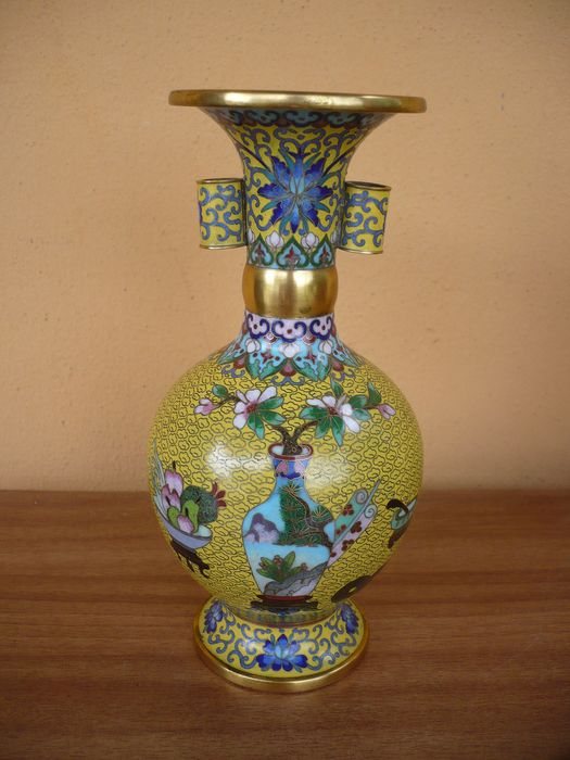 Vase (1) - Enamel - Flower decorations - China - Republic period (1912-1949)