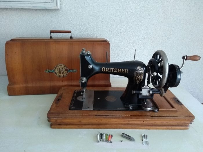 Gritzner Durlach type R  - Sewing machine with wooden dust cover, CA. 1925 - wood and cast iron