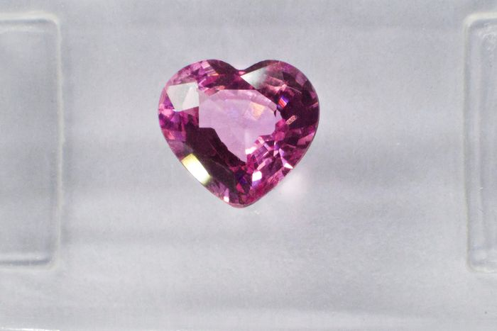 Orangy Purplish Pink Zafír - 0.72 ct
