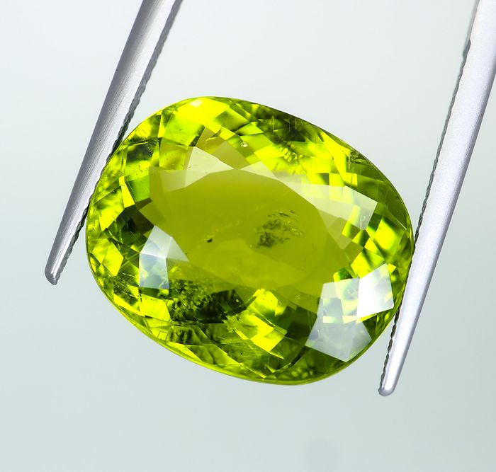 No Reserve - Neon Yellowish-Green Cuprian Tourmaline. - 17.65 ct
