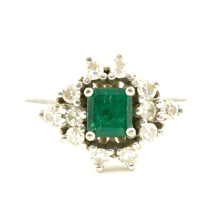 18 kt. White gold - Emerald Ring size 0.74 ct. and 12 Diamonds size 8/8 of 0.32 ct. Color: H.