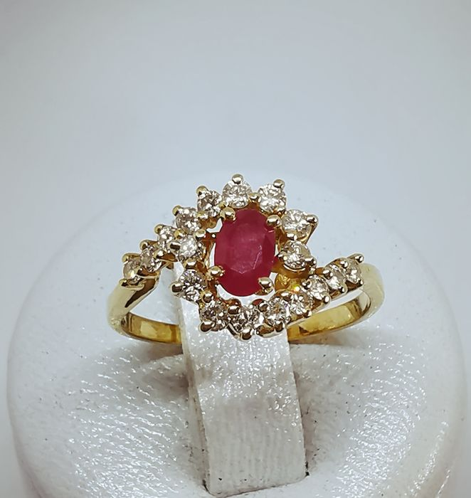 18 kt. Yellow gold - Ring - 0.50 ct Ruby - Diamonds