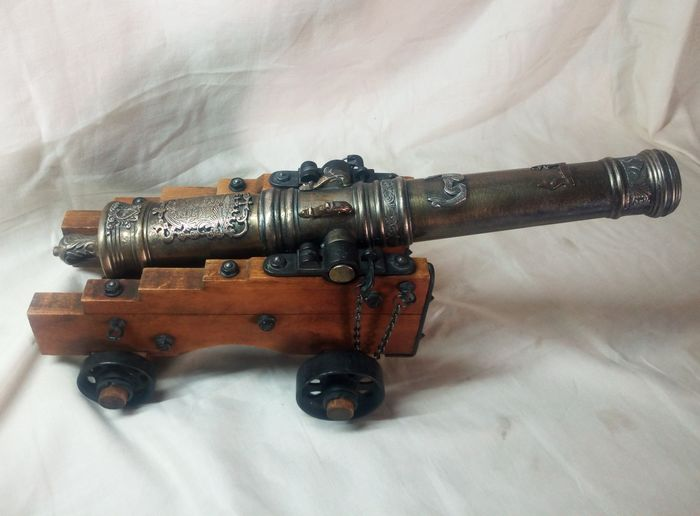 Miniature, collection gun of 46 cm object of showcase - Wood, metal
