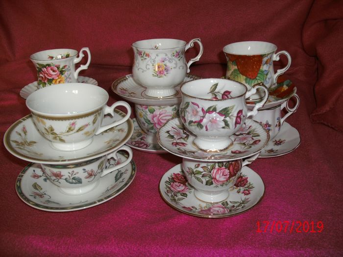 Royal Albert e.a. - English cups and saucers (10) - Romantic - Porcelain