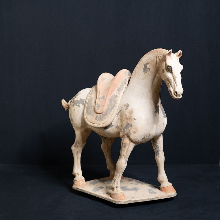 Mingqi - Terracotta - An authentic and Musuem Quality standing Horse - China - Tang Dynasty (618-907)