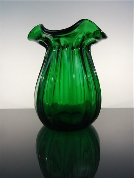 Beautifully shaped optically blown vase. - Crystal