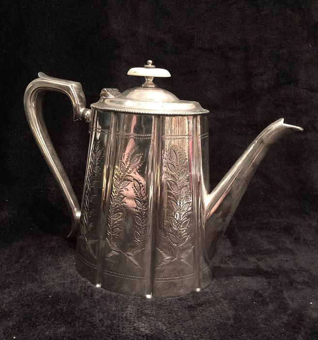 Great British 19th-20th Century (Époque Edward VII 1901-1910) Coffe Pot - Silver plated