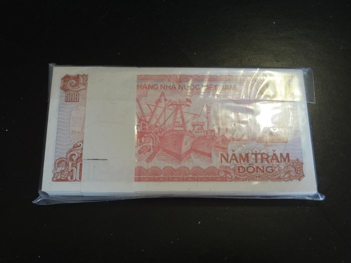 500 DONG VIETNAM PICK # 101 100 PC UNC BANKNOTE PACK