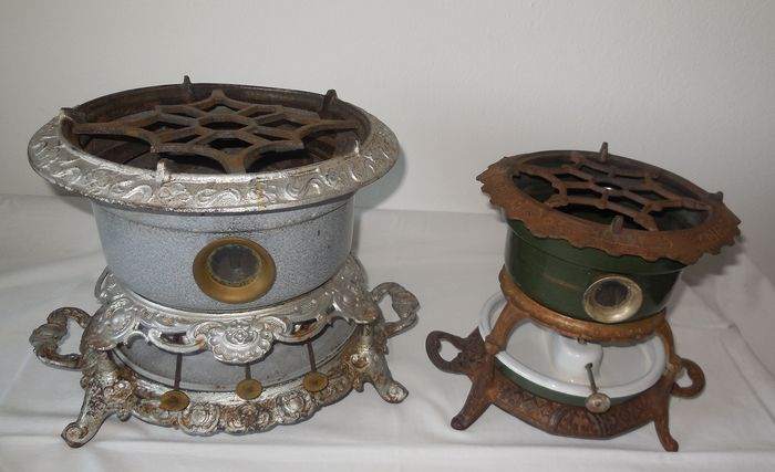 2 Antique cast iron oil sets - around 1900/1910 - Cast iron / enamel