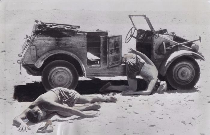 Unknown / AP / The Daily Telegraph - (2x) German soldiers dead in Egypt - 1942/ Nazi prisoners, Giessen 1945