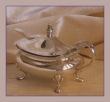 Robert Pringle & Sons / TS. - Edwardian mustard pot with spoon - .925 silver