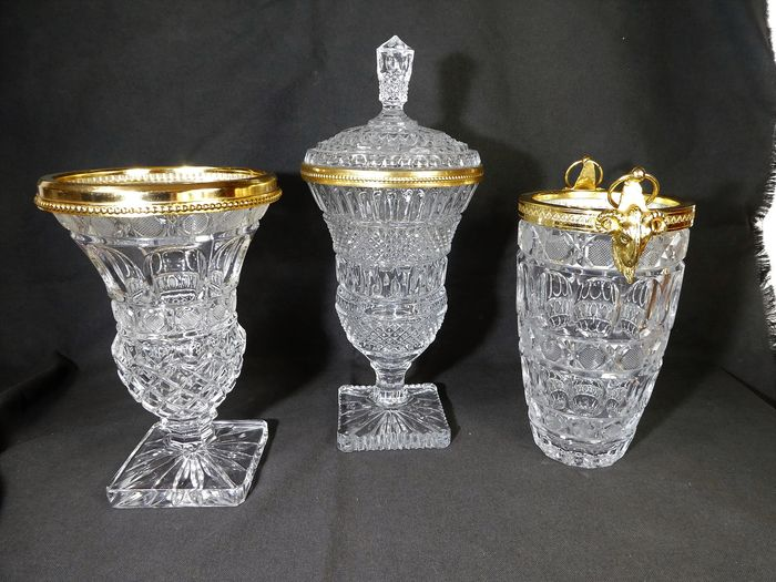 Frankrijk - Richly cut vase, covered vase and ice bucket with gold ornaments (3) - Crystal