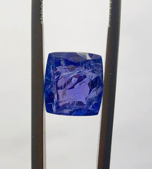 Blue Tanzanite - 5.55 ct