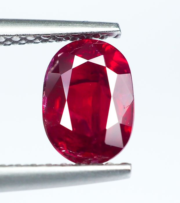 "* No Reserve * ""Pigeon Blood"" Red Ruby - 1.10 ct"