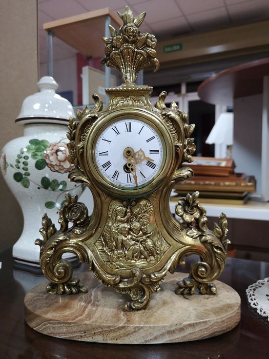 Mantel clock - Otro - Gilt bronze - First half 20th century