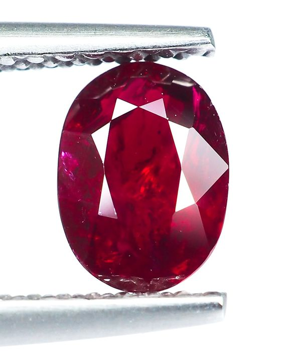 "* Sin reserva * ""Pigeon Blood"" Red Ruby - 1.05 ct"