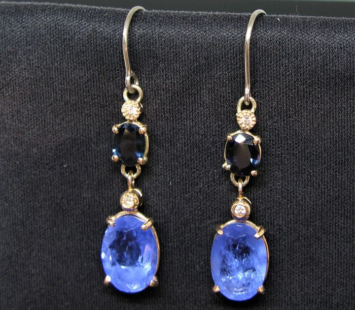 9 kt Pink gold, White gold, Yellow gold - Earrings - 5.20 ct blue chalcedony oval-faceted-cut  - 2 sapphires oval-faceted-cut ct 0.90 tot and 4 diamonds round-brillant-cut ct 0,06 tot F/VVS1