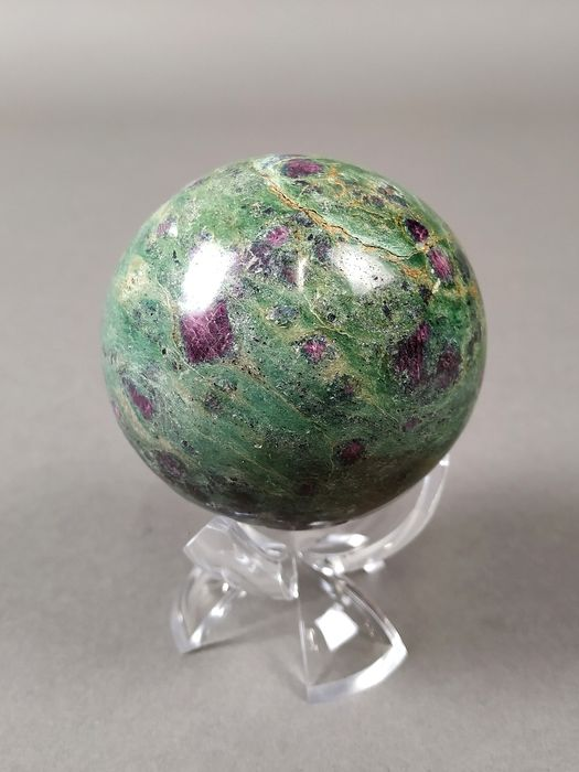 Ruby in Zoisite Polished Sphere - 6×6×6 cm - 400 g