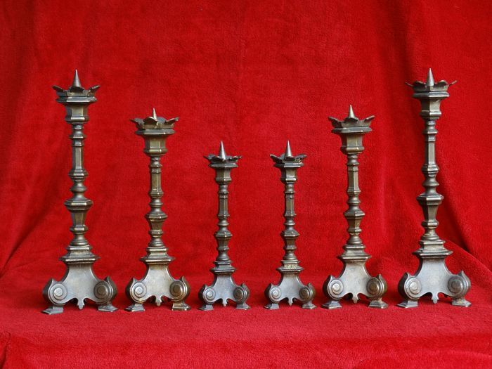 A large set of six Gothic candlesticks. - Gothic Style - Brass