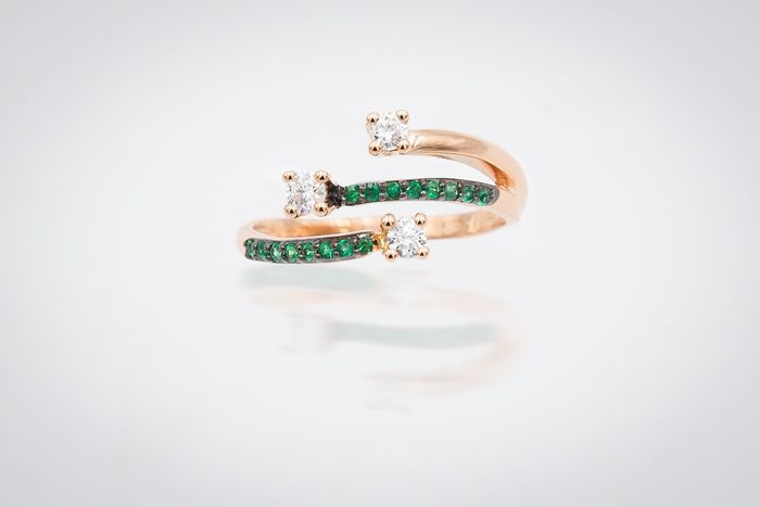 18 kt. Pink gold - Ring - 0.24 ct Diamond - Emeralds