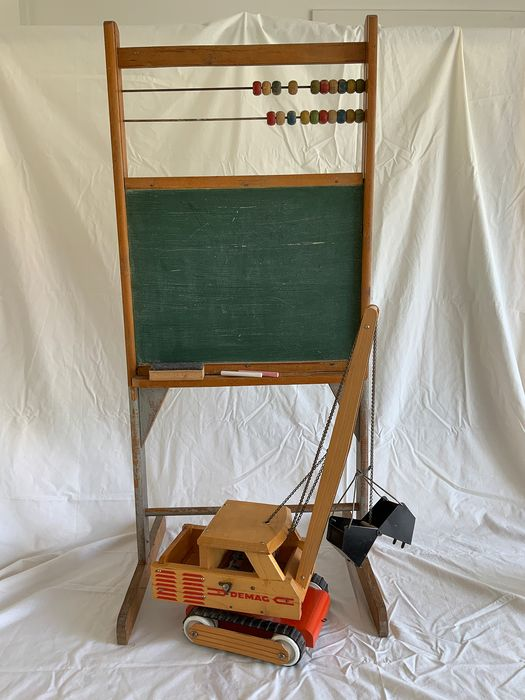 DEMAG - vintage wooden crane and blackboard - 1950-1959 - Netherlands