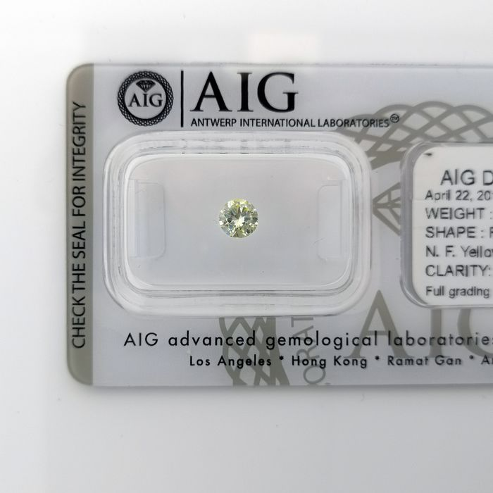 Diamond - 0.58 ct - Brilliant, Round - fancy intens yellow - SI2