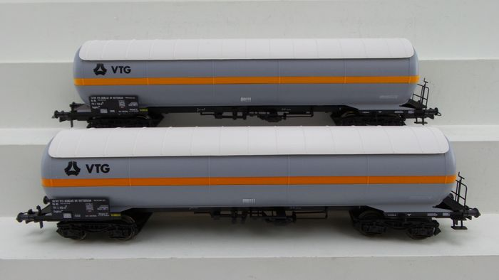 Roco H0 - 46202 - Freight carriage - 2x 4-axle Tank cars type Zagkks from 'VTG' - NS