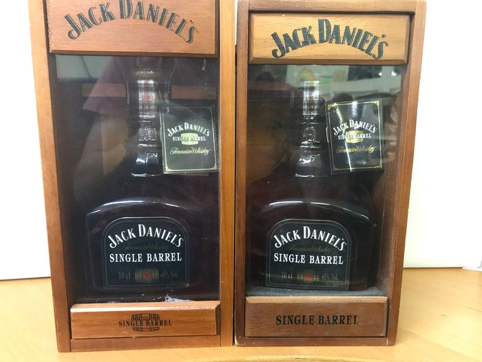 Jack Daniel's Single Barrel with wooden case 2003 and 2006 - 0.7 Litres - 2 bouteilles