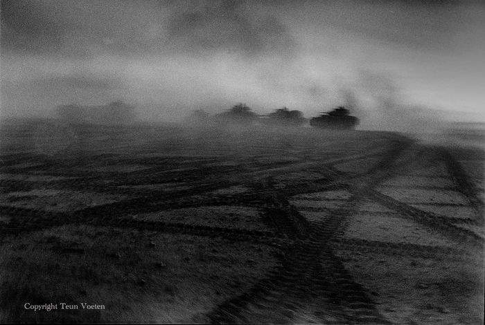 Teun Voeten (1961-) - Tanks in the Dust, Iraq 2003