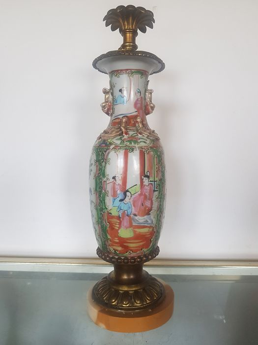 Vase mounted in lamp - Canton - Porcelain - Flowers - China - Early 20th century
