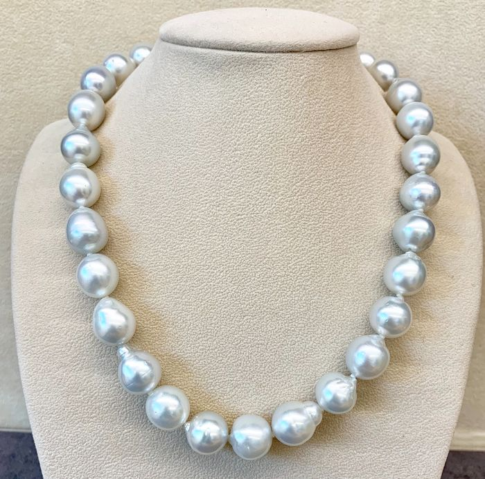 18 kt. Saltwater pearls, South sea pearls, White gold, Size from 13,1 to 14,4MM - Necklace