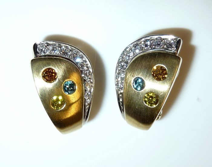 15 kt. Yellow gold - Earrings, Plug with omega clip 0.80 ct. Diamonds white + colored