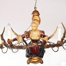 Chandelier, Lusterweibchen - Features red stag antlers and a carved female in Renaissance costume - Wood, Horn - Stag antler - Second half 19th century
