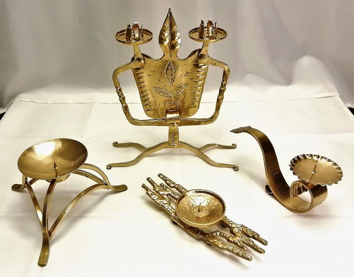 Special collection of varied vintage handmade robustly executed sconces (4) - Art Nouveau - Gold-colored forged and cast iron