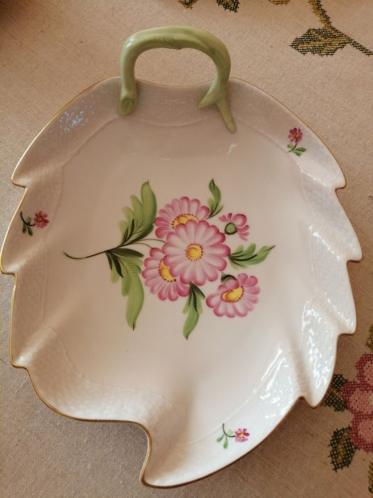 Herend - Plate of leaves - Porcelain