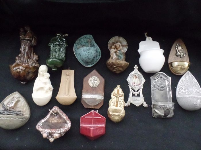 Holy water font - collection of 16 holy water fonts - Porcelain, earthenware, metal/copper, glass, wood and resin