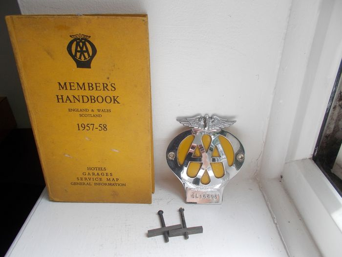 Insigne - AA chrome on brass car badge with fixings and AA hard back members book all original  - 1945-1958