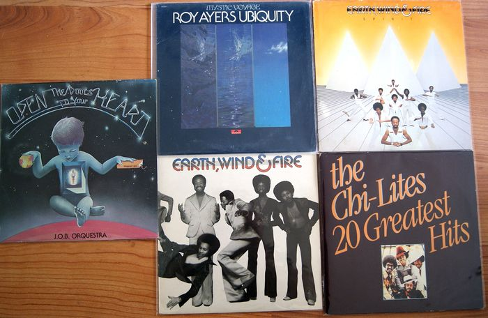 Earth Wind & Fire, Roy Ayers, Chilites, e a  - Multiple