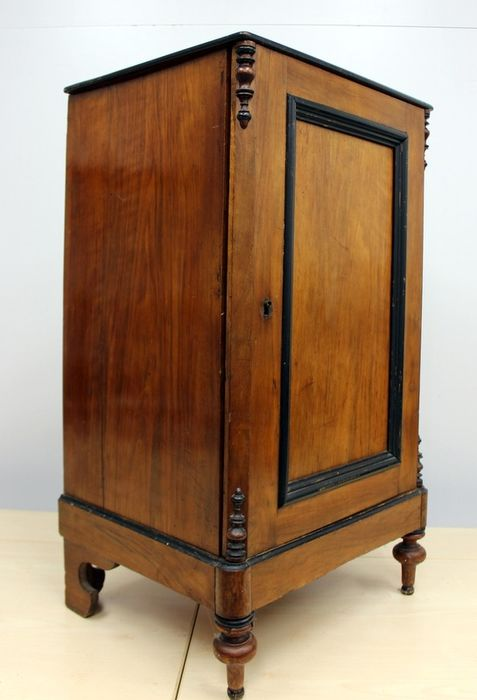 A side cupboard with in-between boards - Wood- Mahogany