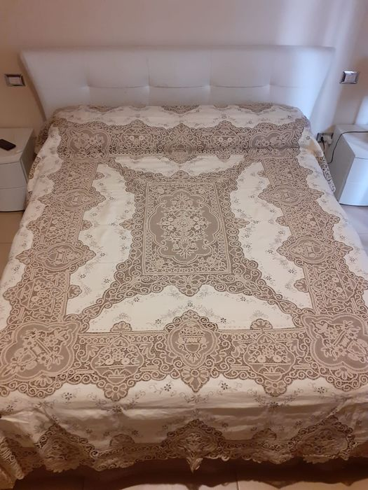 Hard to find hand-embroidered bedspread with PIZZO DI CANTU ' (1) - Pure linen