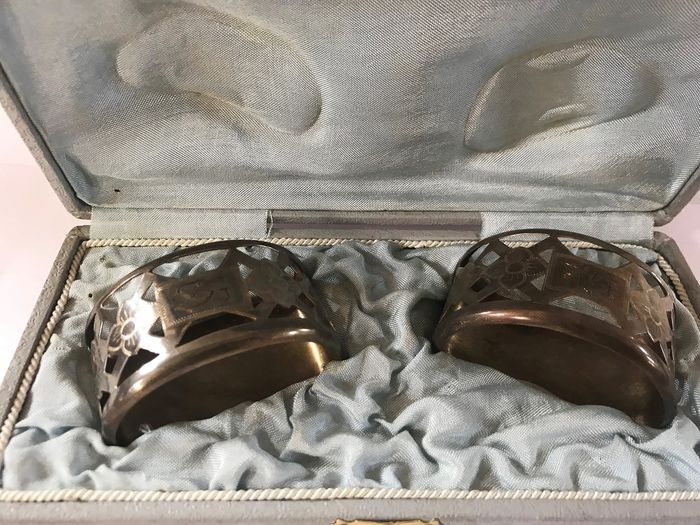 Lot of two old engraved napkin rings, original box. - Porcelain, Steel