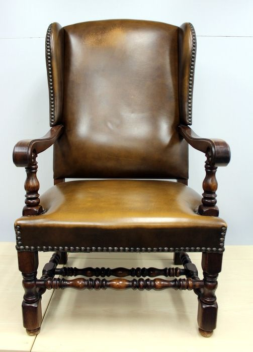 Bureaustoel, Ear winged chair in brown leather