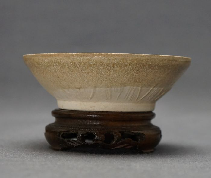 Bowl - Monochrome - Porcelain - Lotus petals - China - Southern Song (1127-1279)