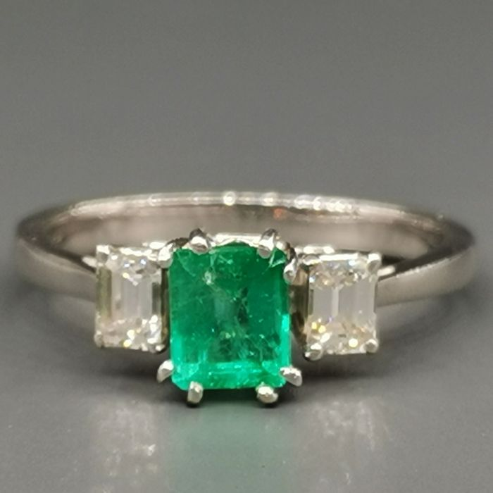 18 kt. White gold - Ring - 1.00 ct Emerald - Diamonds